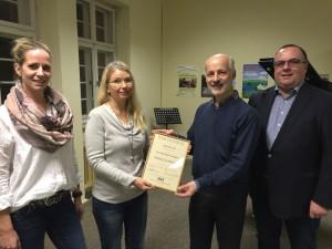 Spendenübergabe: Frau Melanie Petcu, Frau Dr. Marianne Fremgen, Herr Thomas Germain und Herr Thomas H. Weilacher (von links)